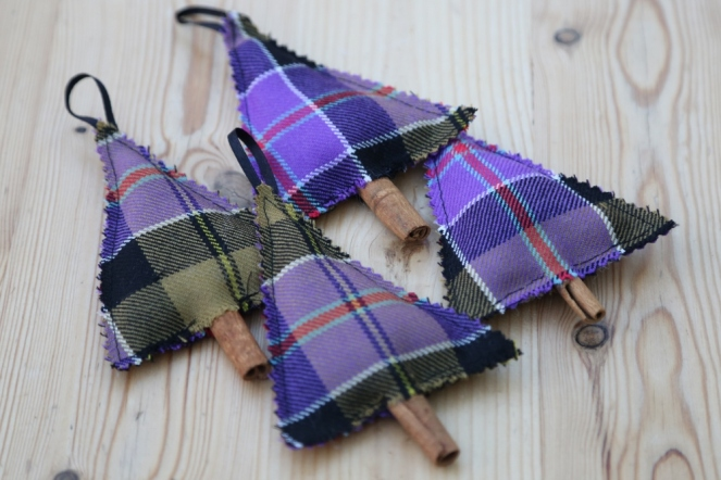 tartan-christmas-tree-decorations