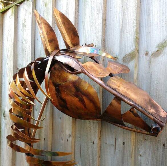 Deshca designs horse