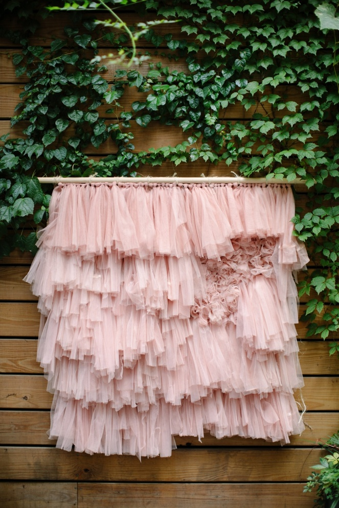 diy-tulle-wall-hanging