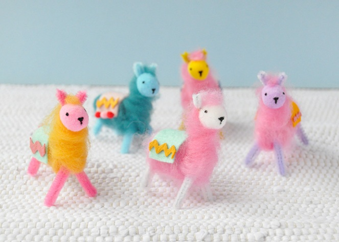 pipe cleaner llamas diy