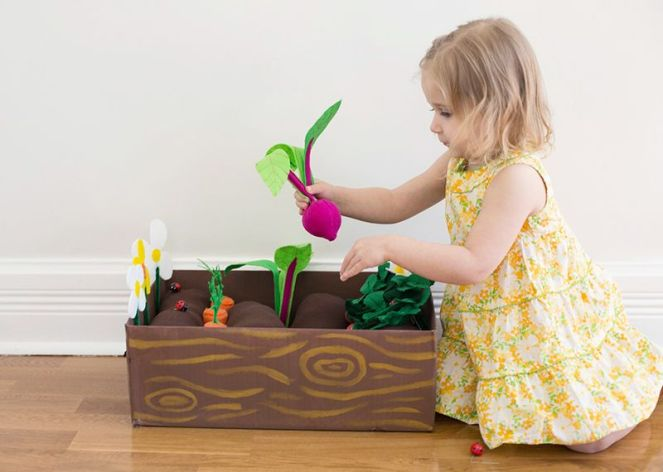 Felt vegetable garden for children