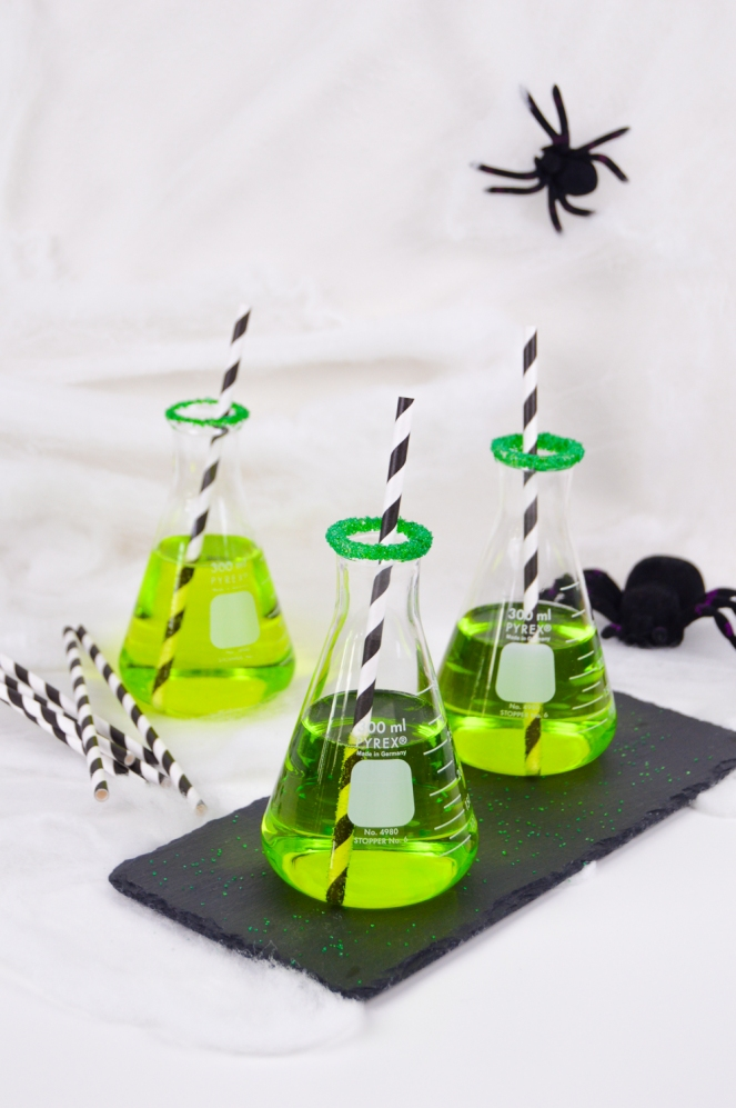green-chemical-cocktail-halloween